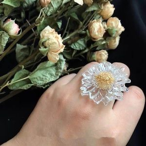 NWOT Handmade Resin Floral Ring one size